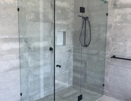 Frameless Shower Screens Gold Coast 1